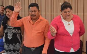 Guatemalan leaders praying