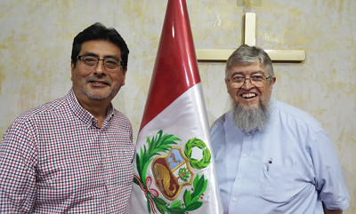 Photo of Jorge Watanabe and Jim Kerwin with the flag of Perú