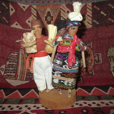 Photo of Guatemalan and Peruvian handicrafts