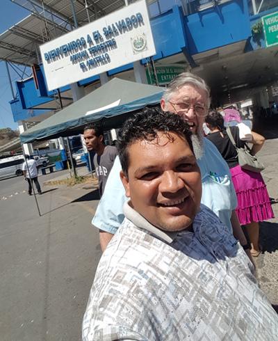 Photo of Pastor Ángel Álvarez with Jim Kerwin at the Salvadorean border