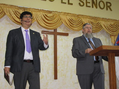 Photo of Jorge Watanabe and Jim Kerwin preaching in Lima, Perú